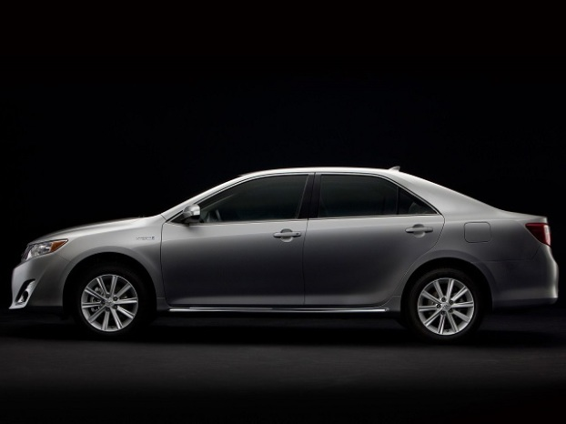 2012 Toyota Camry Image 2