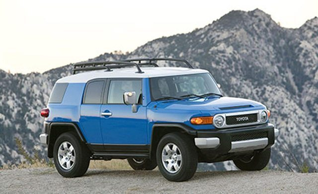 Toyota FJ Cruiser Maintenance - Replace Spark Plugs
