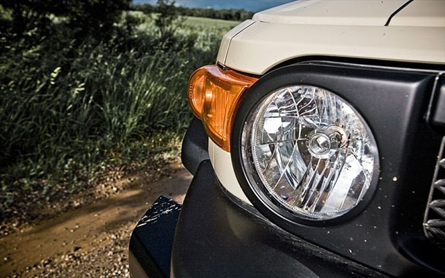 Toyota FJ Cruiser Maintenance - Headlight Bulb Change and Assembly Removal
