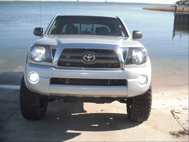 Toyota Tacoma Maintenance - Change Headlight Bulbs