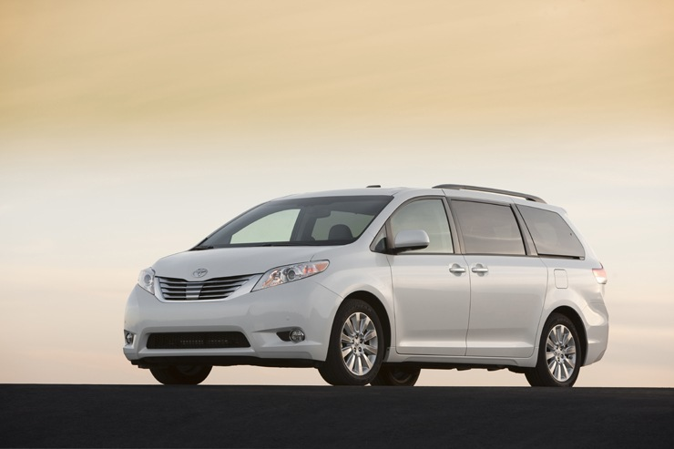 Toyota Sienna Awarded One of Best Family Cars for 2014 - Kelley Blue Book