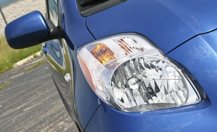 Toyota Yaris Maintenace: Headlight and Taillight Replacement