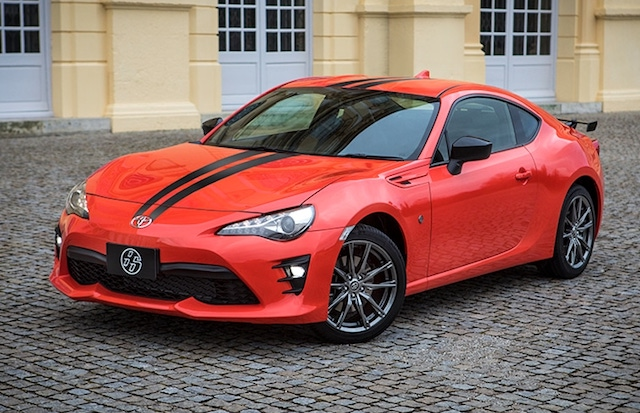 Red toyota 86