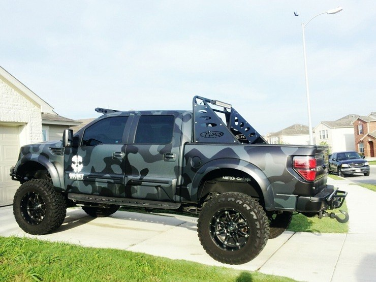 Ford F-150 Call of Duty Reptar - Side