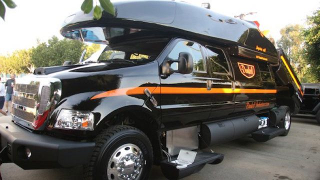 Ford F750 5