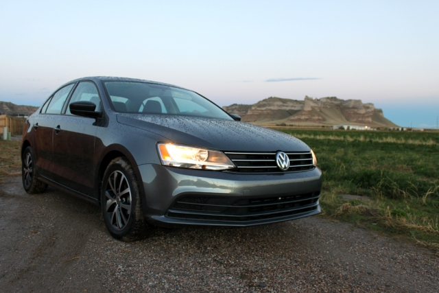 2015 jetta se side view