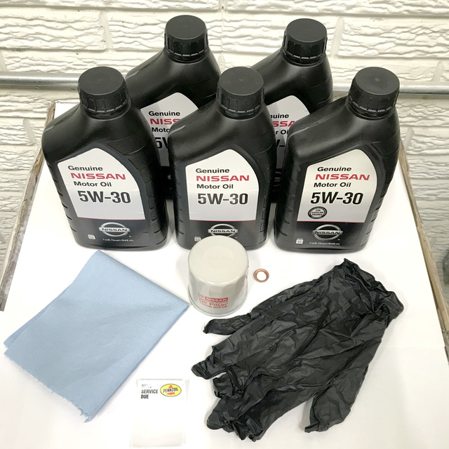 5W30 OIL CHANGE KIT (Includes towel, gloves, and oil change sticker)