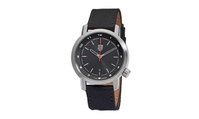 Essential Watch in Silver